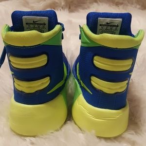 OMG! I want these neon yellow 'Nike Air Max 90 Hyperfuse